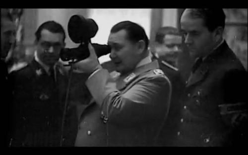 Hermann Göring mirando a través de un ZG 1229 Vampir
