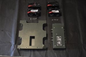 Conjunto BA-511 A: carcasa, transformador y baterías con adaptadores caseros.